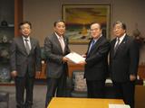 茨城県知事へ要望書提出(平成25年11月11日)